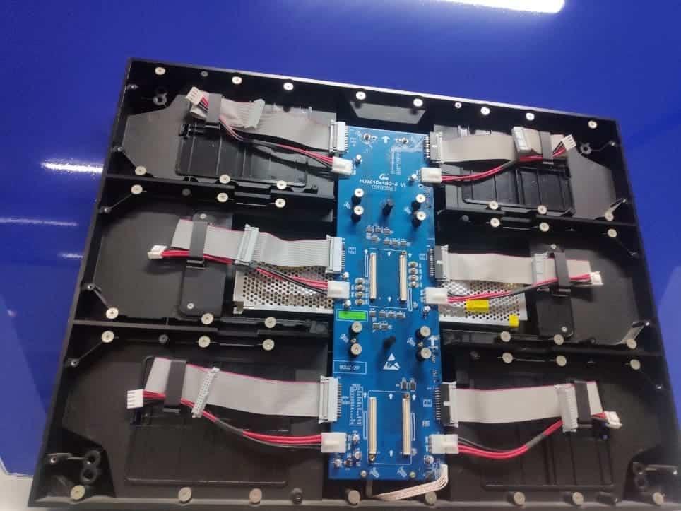 Fogadókártya redundancia Colorlight ledfal vezérlők használatával